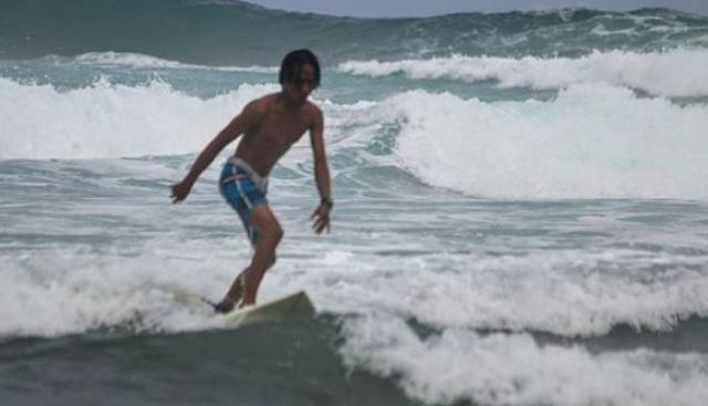 surfing-pantai-krakal