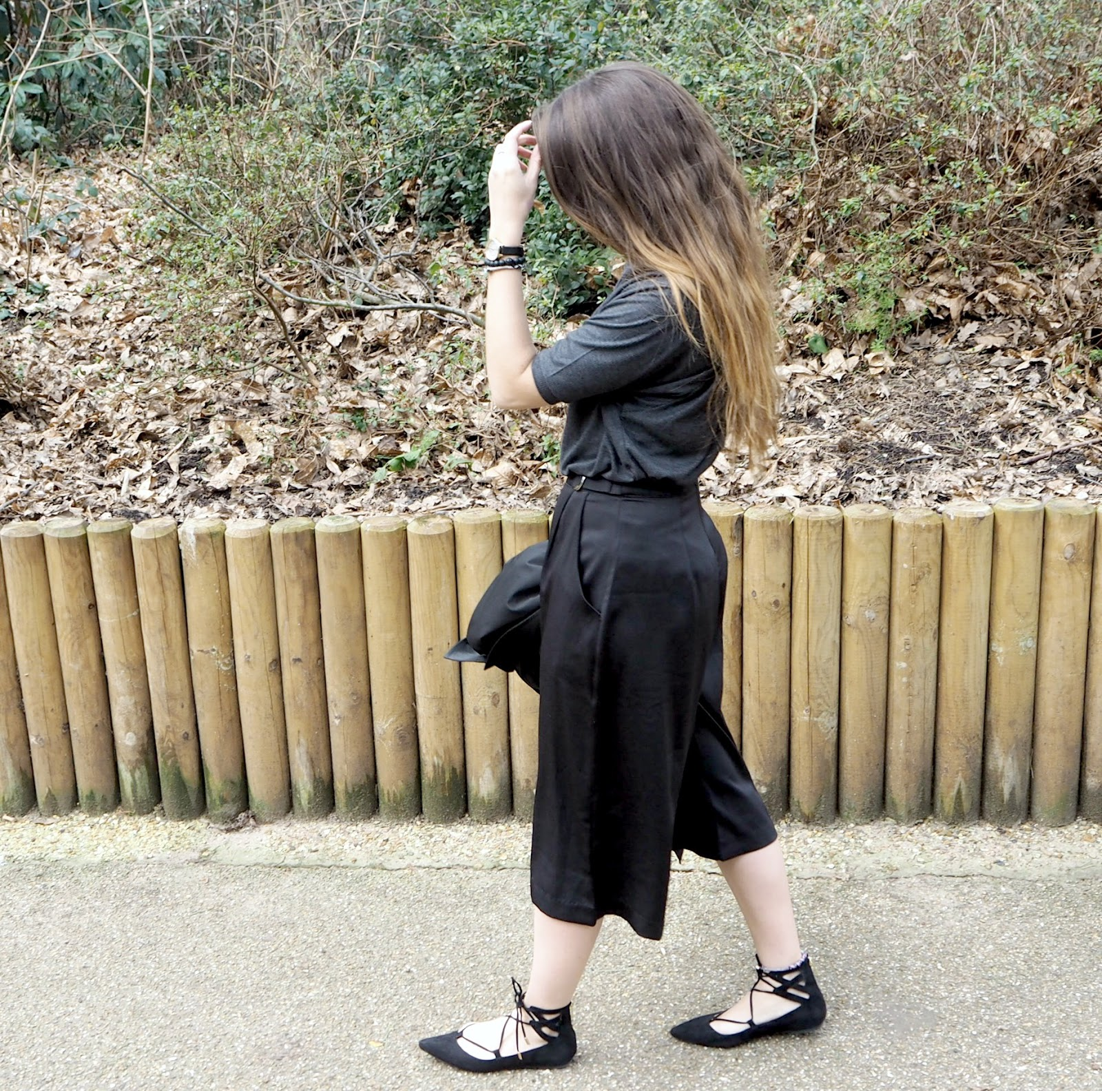 missguided-black-silk-culottes-all-black-outfit