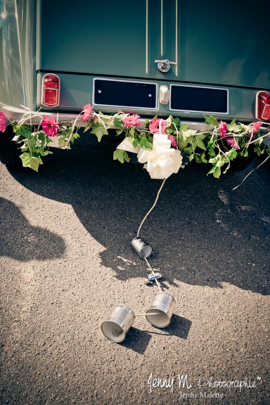 déco voiture des mariés, boites de conserve, déco florale pare chox