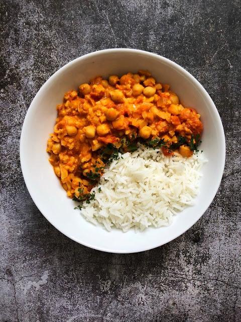 Curry de pois-chiches et de chou-fleur au lait de coco
