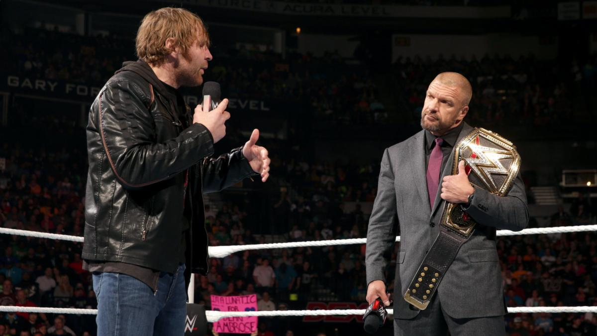 Triple H continuou oferecendo ajuda a Jon Moxley mesmo após sua saída da WWE