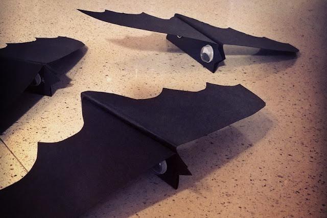 finti pipistrelli che volano