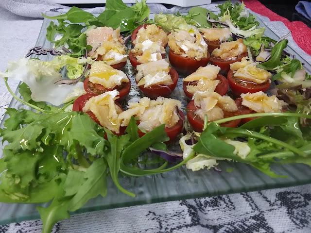 Ensalada de tomates cherry y bacalao