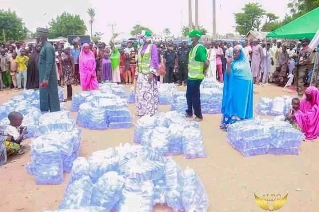 Bauchi State Govs Wife Distributes Bags Of Water As Part Of Empowerment Programs
