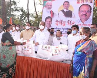 भाजपा युवा मोर्चा ने की चक्रवात पीड़ित कोली समाज की मदद | #NayaSaberaNetwork