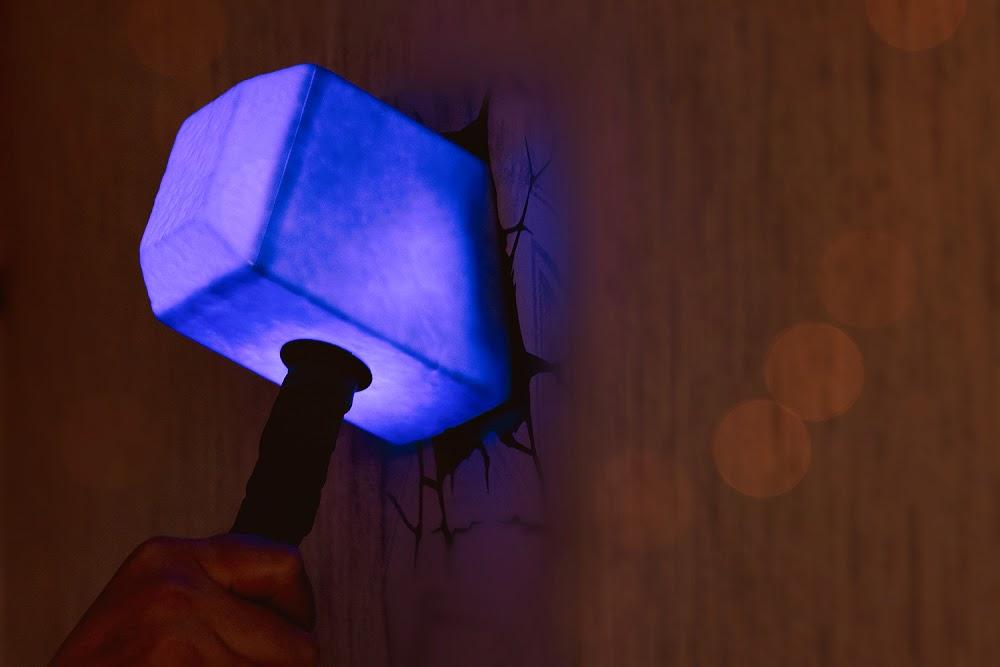młot thora latarka lampka gadżety marvela