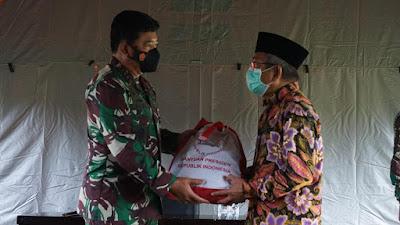 Di Mamuju, Panglima TNI Tinjau Korban di RSUD Sulbar dan Serahkan Bantuan Presiden Jokowi