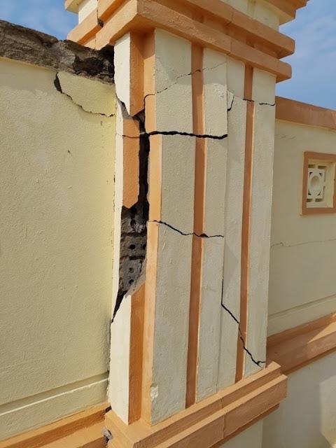 Báo cáo nói, trụ tường rào bị nứt toác chờ sập là do tác động từ bên ngoài
