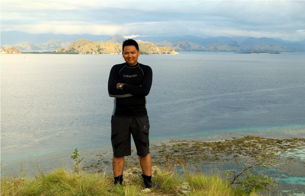 Di puncak Bukit Pulau Kanawa