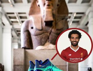 عرض حذاء محمد صلاح في المتحف البريطاني بجانب أثار مصر القديمة