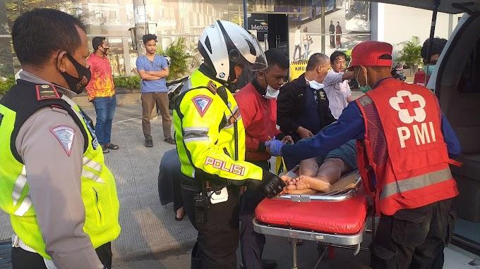 Pedagang Gorengan Tertabrak Sepeda Motor di Jalan Margonda