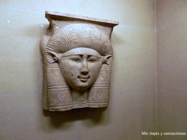 La diosa Hathor, museo del Louvre, París