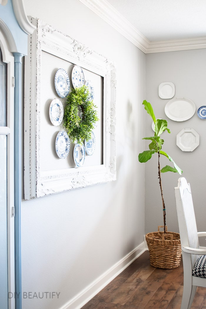plate wreath in dining room