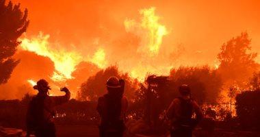 حرائق الغابات في كاليفورنيا تدفع الآلاف للهروب من منازلهم
