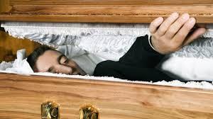 رعب السنين.. ميت يستيقظ أثناء الصلاة عليه والذعر يصيب أسرته
