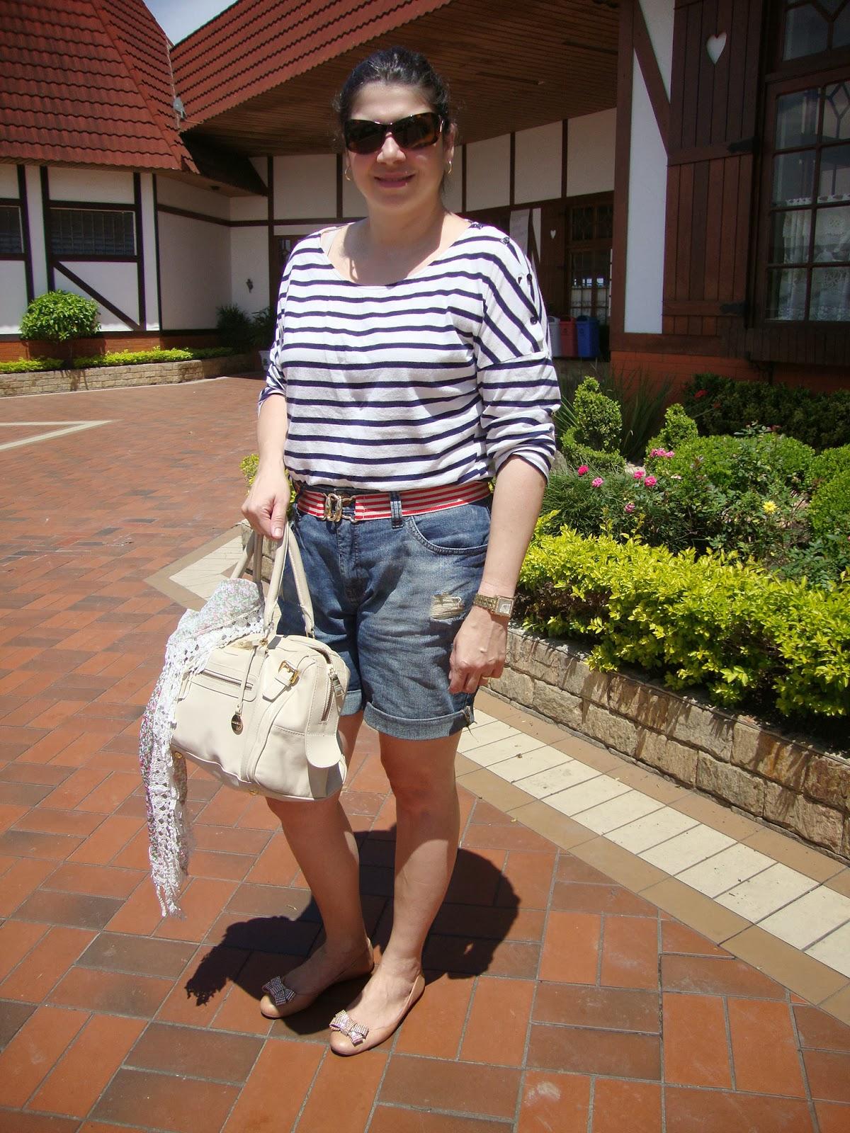 0f98ae48e camiseta de listras: Zara cinto de elástico: Renner short jeans: C&A  sapatilhas: UZA bolsa: Lumière Soleil lenço: ACSA