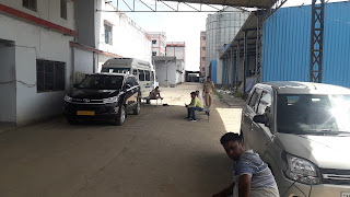 #JaunpurLive : भाजपा नेता के ठिकानों पर आयकर विभाग की छापेमारी से दिनभर मचा रहा हड़कंप
