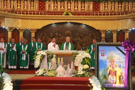 Ngày thứ Ba: Kính viếng và cầu nguyện cho Đức cha Phanxicô Xaviê Nguyễn Văn Sang - Ảnh minh hoạ 18