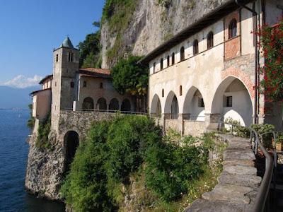 Vacanze in Lombardia - Luoghi belli da vedere - Eremo Santa Caterina del Sasso
