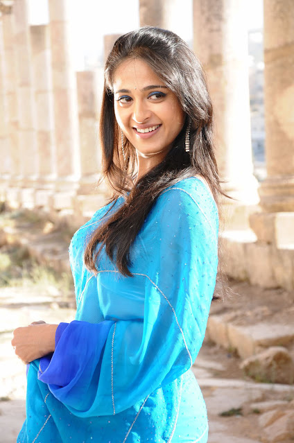 Actress Anushka Hot Pics In Saree Throwback Pics Navel Queens