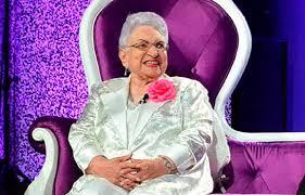 María Cristina Camilo celebra cumpleaños 101 y sigue activa en los medios de comunicación