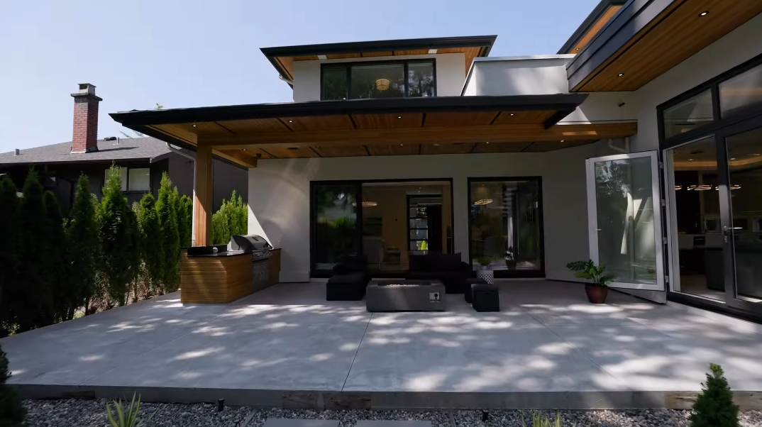 69 Interior Design Photos vs. 3896 Lewister Rd, North Vancouver, BC Luxury Modern Home Tour