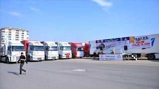 """مؤسسات تركية ترسل 19 شاحنة مساعدات إلى النازحين في """"إدلب"""""""