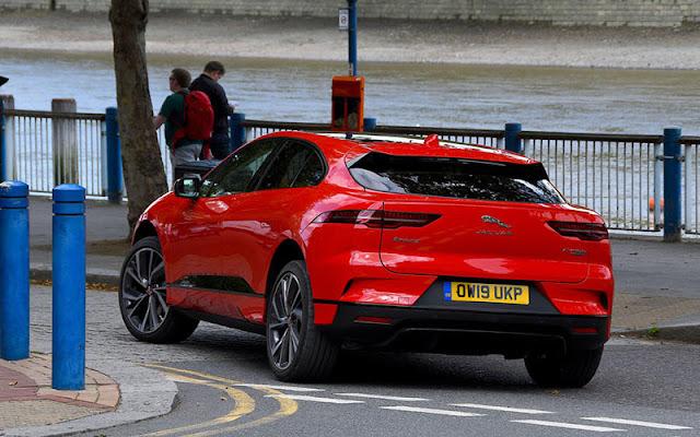 Thiết kế đuôi xe của Jaguar I - Pace lấy cảm hứng từ chiếc C-X75 của James Bond