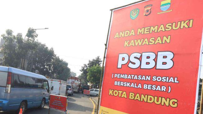 PSBB Kota Bandung Diperpanjang: Polisi Disebar untuk Bubarkan Kerumunan