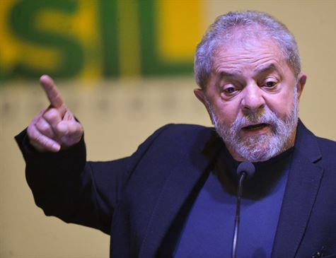 Lula entrega defesa final no caso do sítio de Atibaia