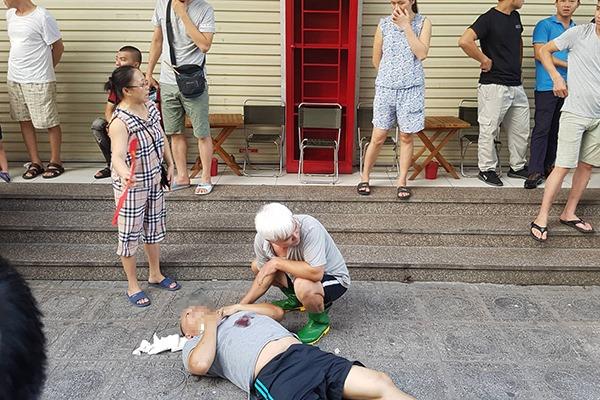 """Nổ lớn khi mở hộp """"quà"""", 4 người bị thương, nghi bị cài mìn"""