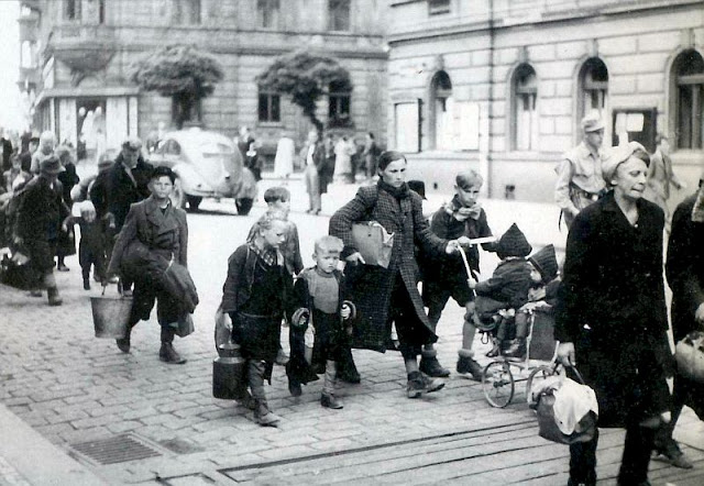 Germans expelled Czechoslovakia Poland East Prussia 19445