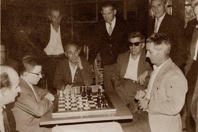 Partida de ajedrez en el Casino dels Nois de Sant Felíu