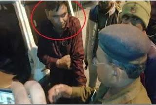 दोस्तों संग बैठकर जाम छलका रहा था बिहार पुलिस का दारोगा, एसपी ने रंगे हाथों धर दबोचा
