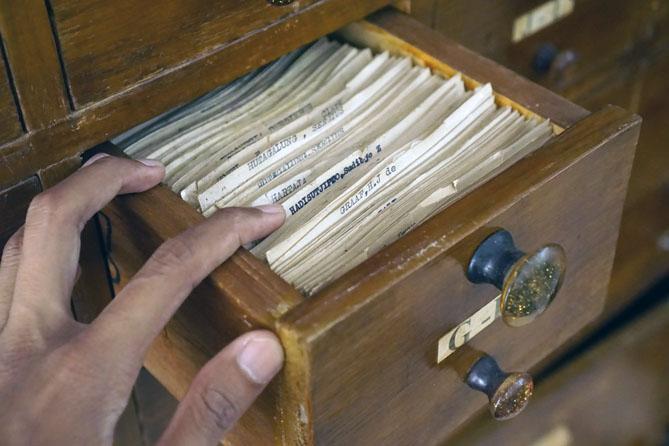 Katalog manual masih ada di perpustakaan