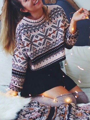 christmas outfit idea_crop sweater + black skirt
