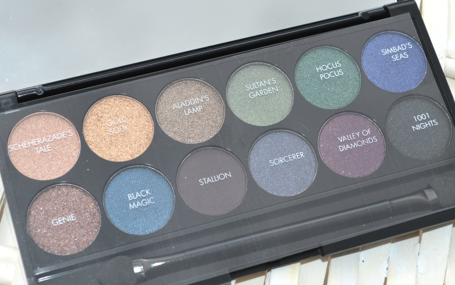 An image showing the eyeshadows inside the palette