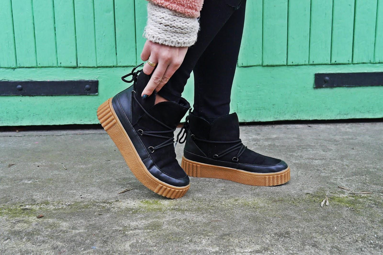 buty śniegowce czarne bonprix na brązowej podeszwie grube ocieplane wiązane blog modowy blogerka modowa karyn puławy