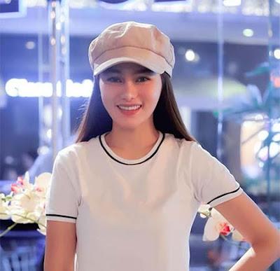 Indah Nicole Pakai Topi