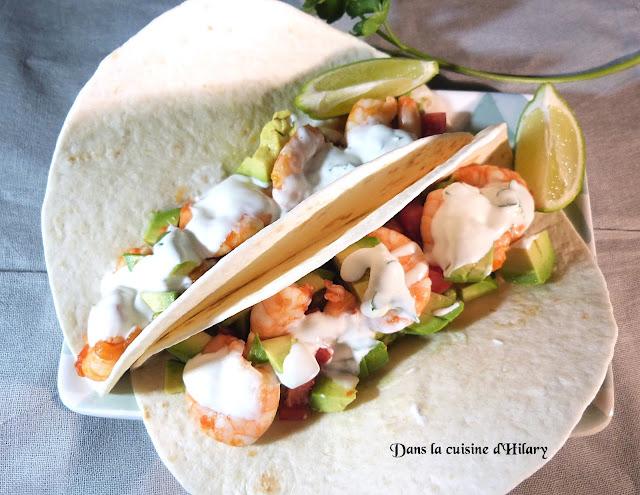 Burrito aux crevettes épicées, guacamole et crème citron vert coriandre
