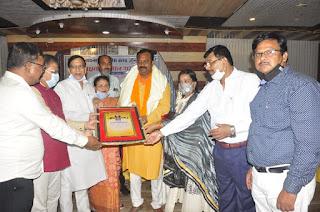 लायन्स क्लब जौनपुर मेन ने शिक्षकों को सम्मानित किया | #NayaSaberaNetwork