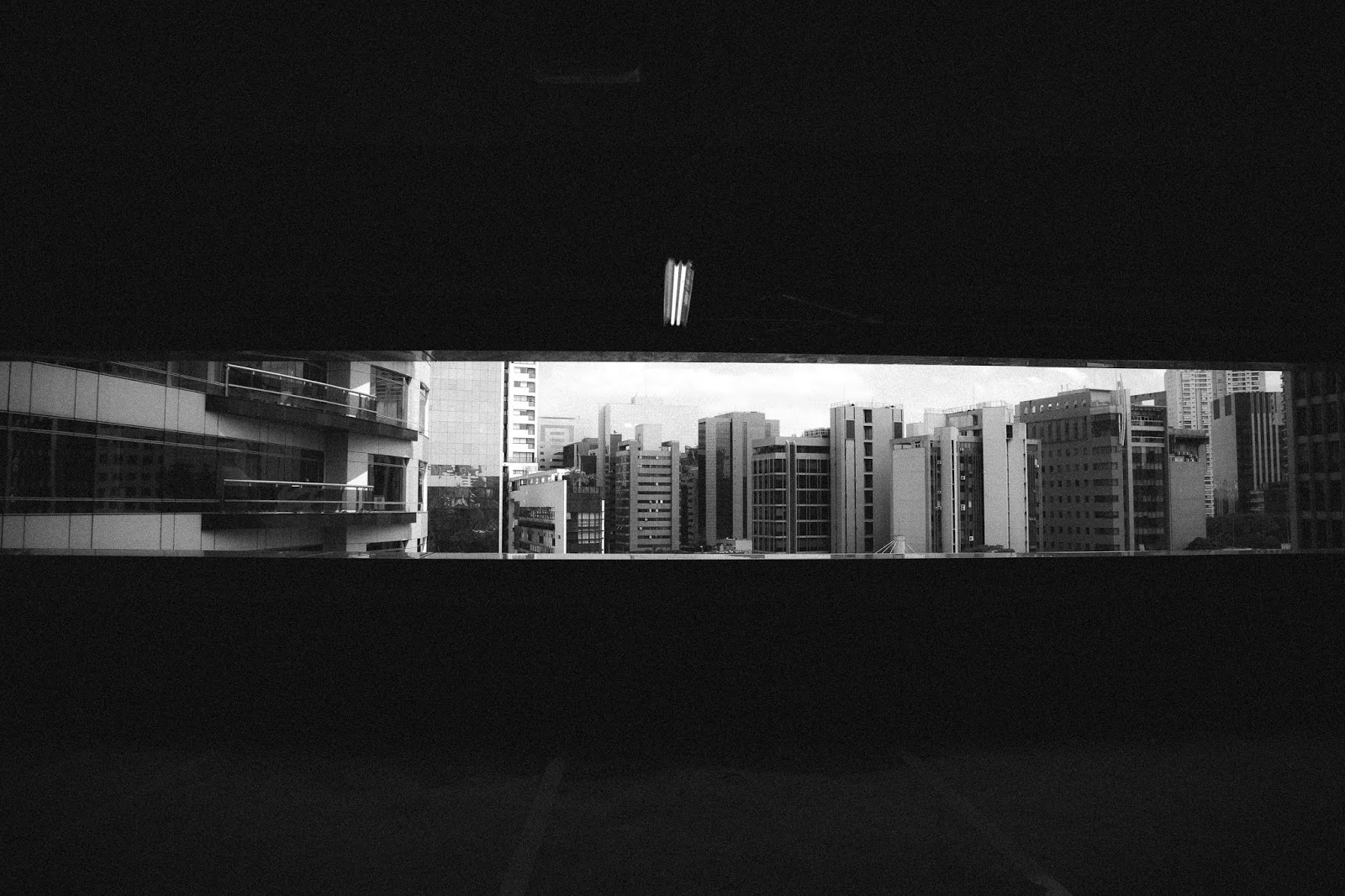 Siyah Beyaz Binalar
