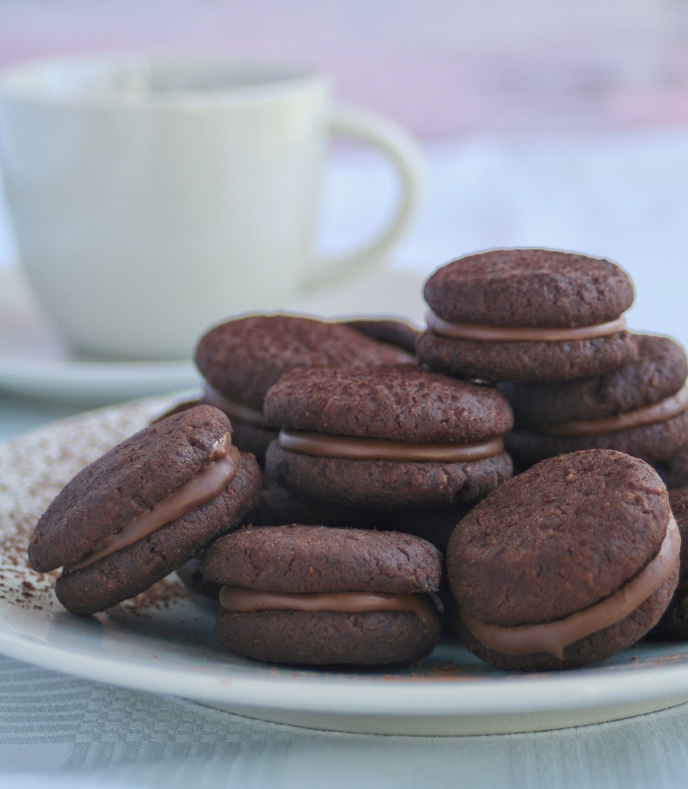 Cupcakes & Couscous: Chocolate Sandwich Biscuits1396 x 1600 jpeg 231kB