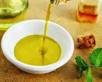 Minyak Zaitun Menghilangkan Jerawat dan Bekasnya Dengan Aman