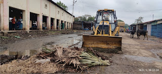 खबर का असरः नवीन मण्डी समिति में जेसीबी से करायी गयी सफाई  | #NayaSaberaNetwork