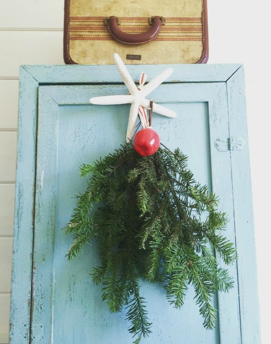 Christmas Wall Hanging with Greenery and Starfish