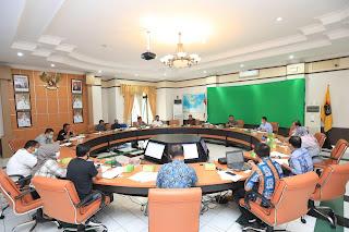 Rapat Pembahasan Rancangan Peraturan Walikota (Perwali) Tentang Penataan Usaha Mini Market - Tarakan Info