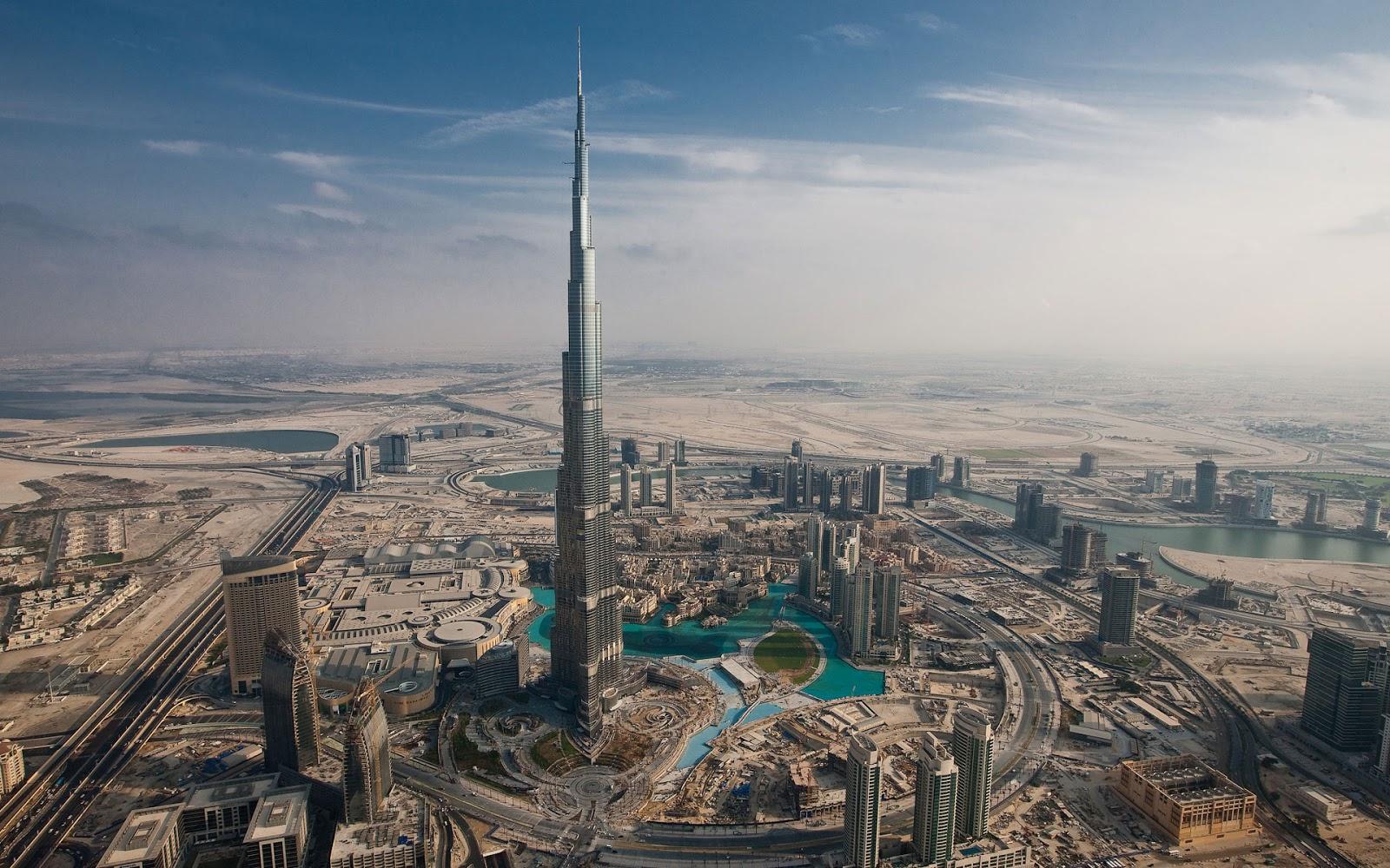 Aerial view of Dubai Palm Jumeirah Island