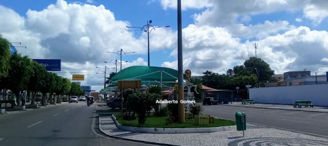 Em Delmiro Gouveia, Polícia prende suspeito que fugiu nadando após roubar celular