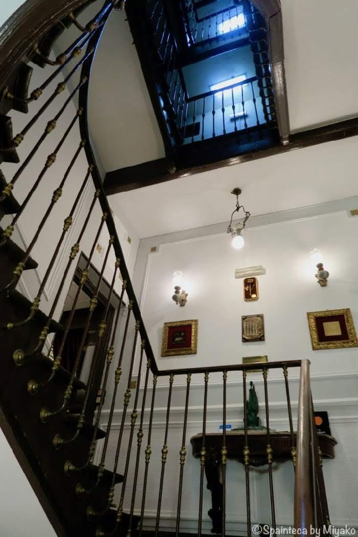 Lhardy マドリードの老舗レストランのクラシカルな階段